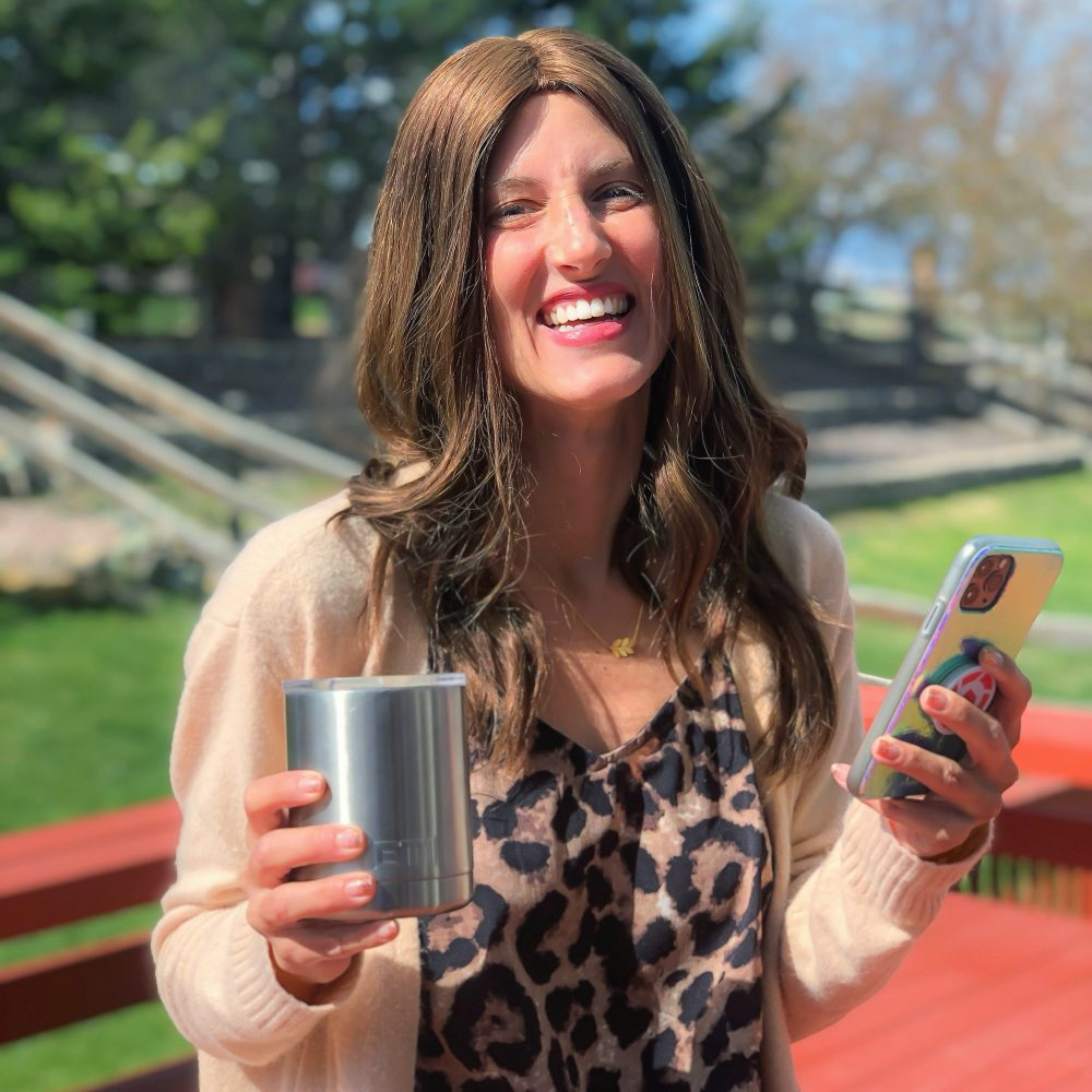 woman-holding-cell-phone-and-coffee-smiling-kopa-for-psoriasis-app