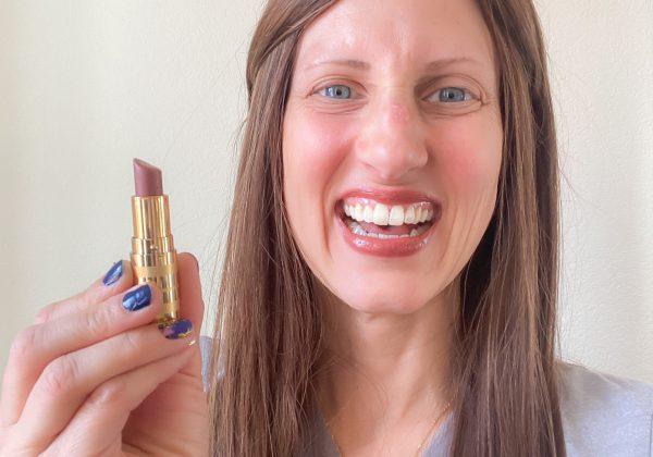 Sabrina-skiles-beautycounter-lipstick-homegrown-houston-breast-cancer-blogger